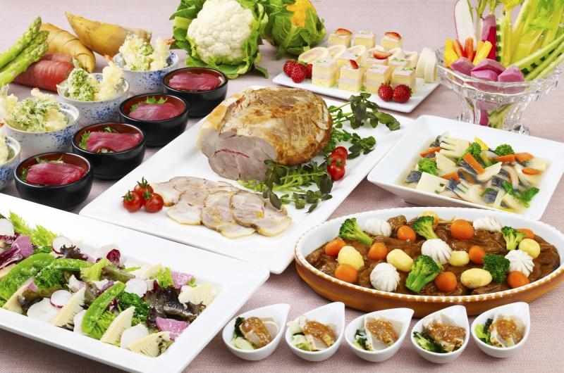 早春にふさわしい世界各国の美味しい料理が揃う「春香るディナーブッフェ」