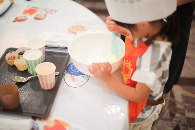 5月6日(月・休)親子で作るパウンドケーキ&パティシエと楽しむキッズスイーツブッフェ