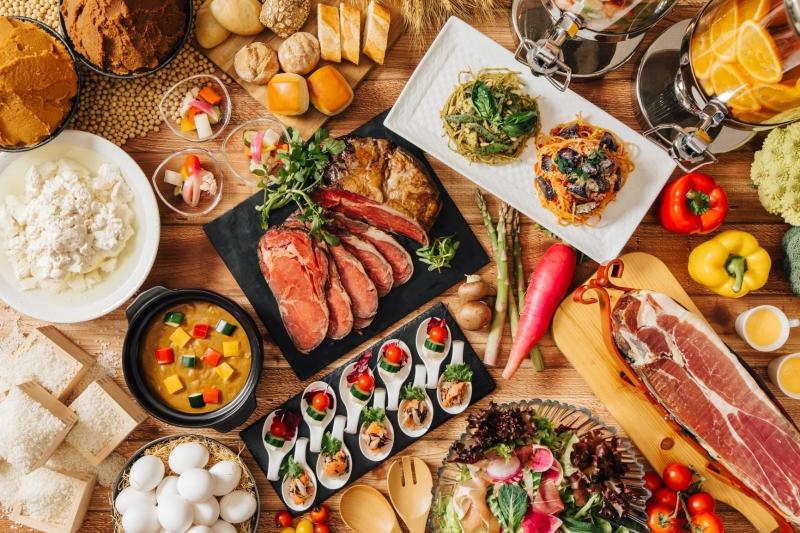 〈ディナーブッフェ〉  ハッピーアニバーサリープラン実施中(予約制)!「シェフこだわりの実演料理とナトゥーラグルメブッフェ」