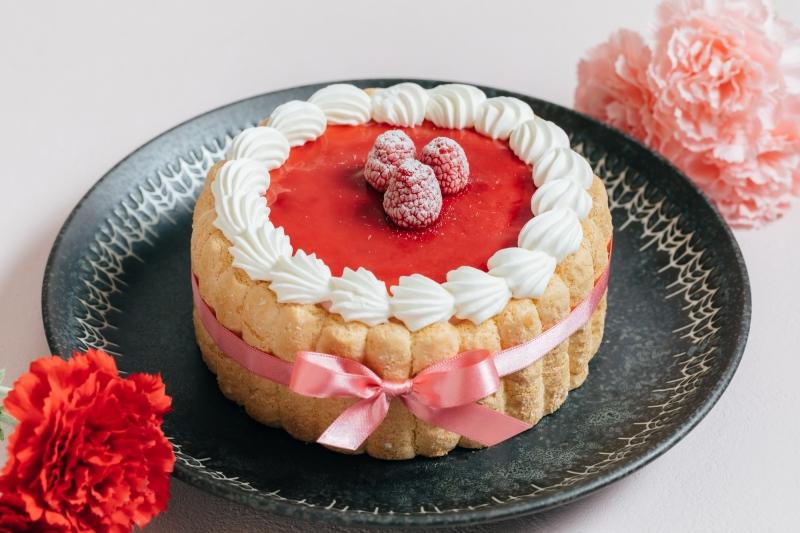 ピンクのカーネーションをモチーフにした「母の日限定ショートケーキ」など4種類を販売(4/9より予約受付開始)