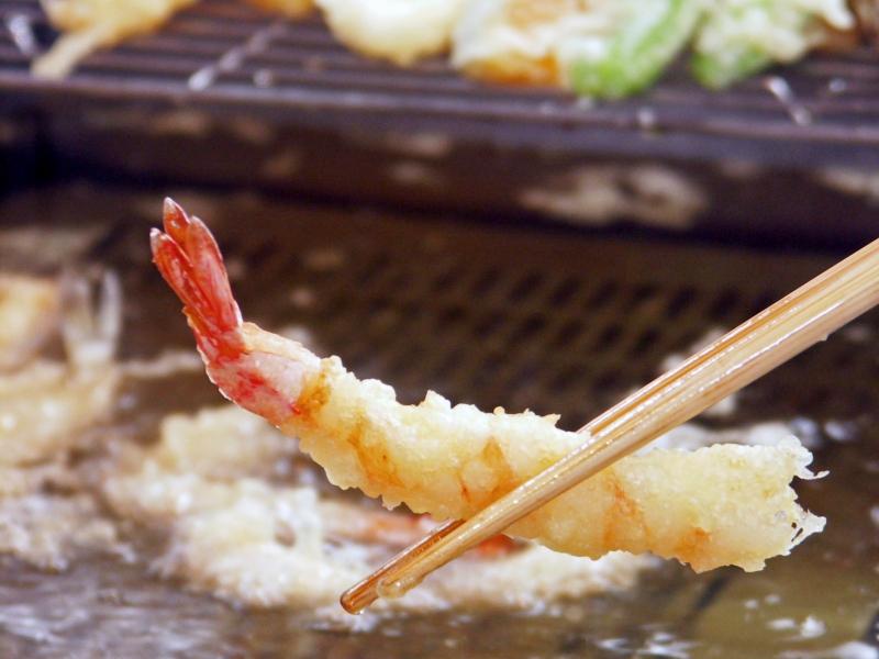 〈ランチブッフェ〉 ドリンクにお土産などお得な「レディースプラン(予約制)」!神奈川県産野菜など初夏の旬を味わうナトゥーラブッフェ