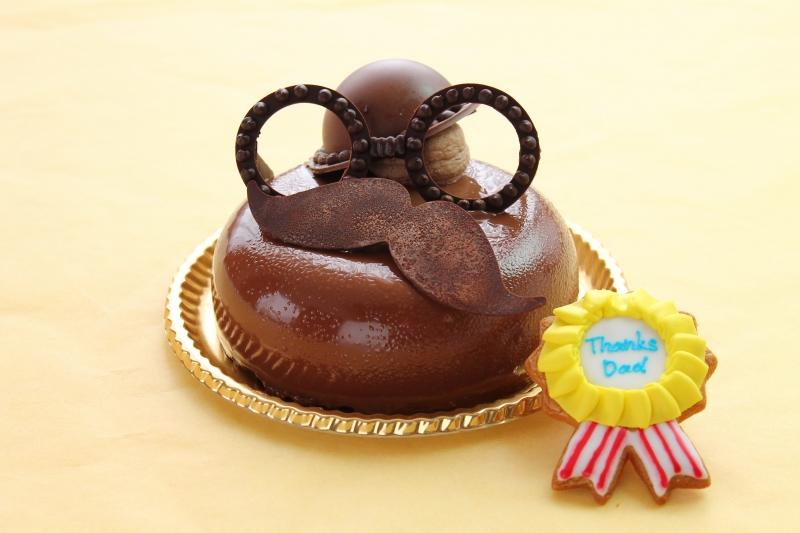 """""""パパ""""をイメージしたチョコレートケーキや、生ビール型のロールケーキなど「父の日限定スイーツ」を販売"""